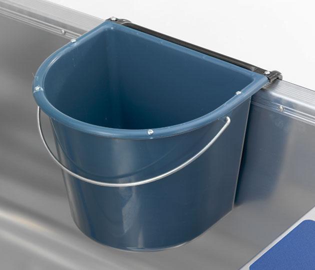 Linder gunwale bucket
